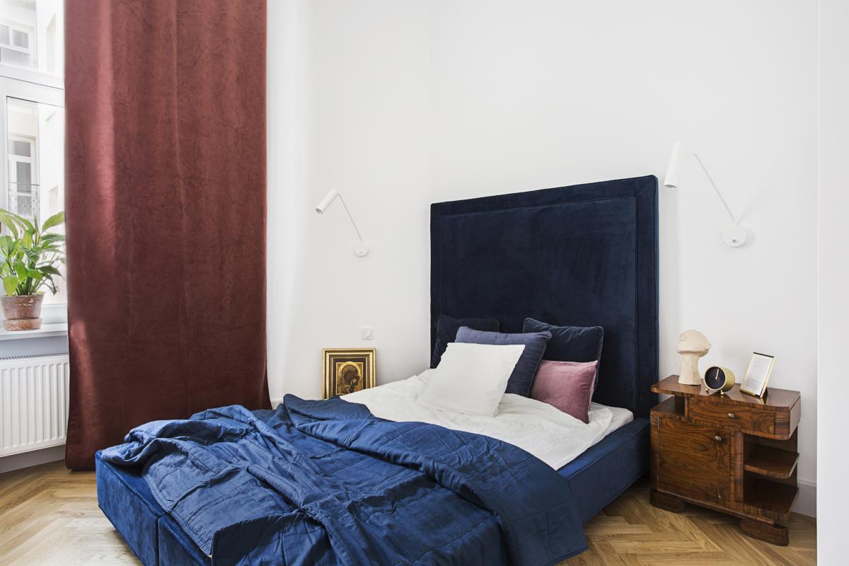 Sypialnia welurem usłana | proj. OIKOI, zdj. Martyna Rudnicka