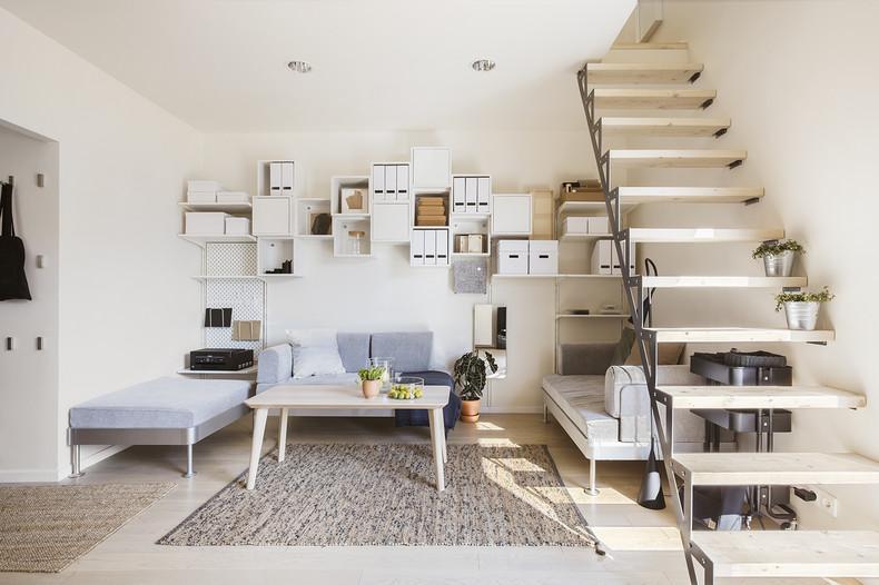 Funkcjonalny salon w małym domu Solac