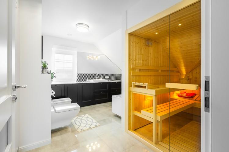 Łazienka na poddaszu z sauną   proj. Coco Pracownia Projektowa