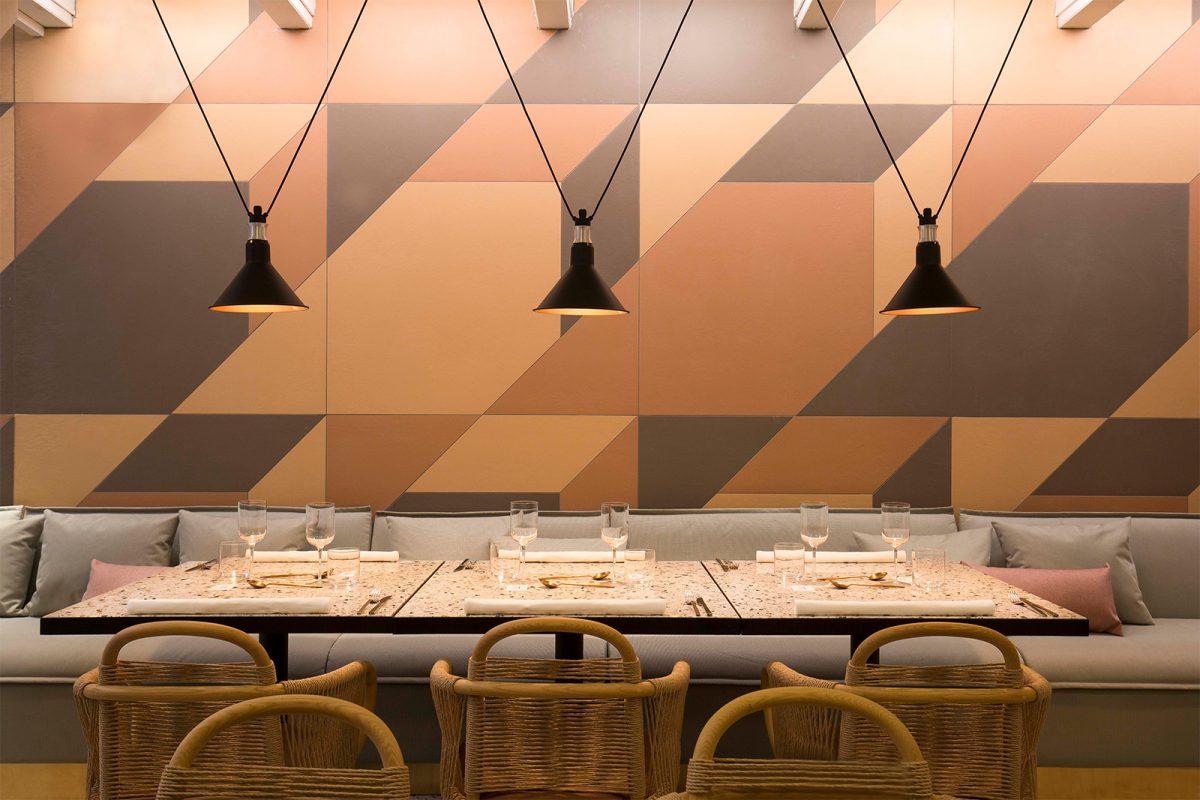 403030 Healthy Kitchen (proj. Patricia Urquiola) - na ścianie znajdują się płytki marki Mutina, które możesz kupić w naszych showroomach