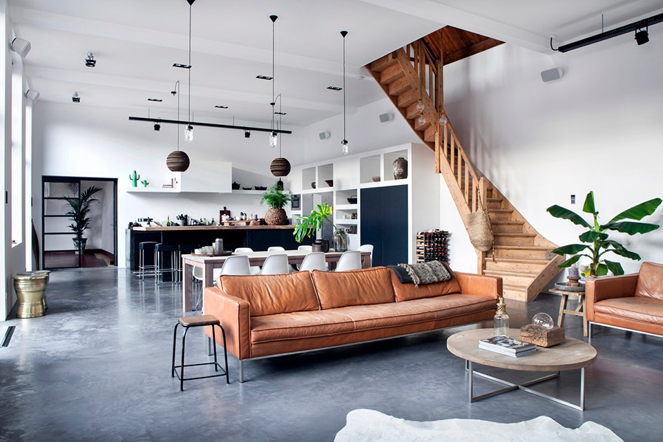 Karmelowa sofa