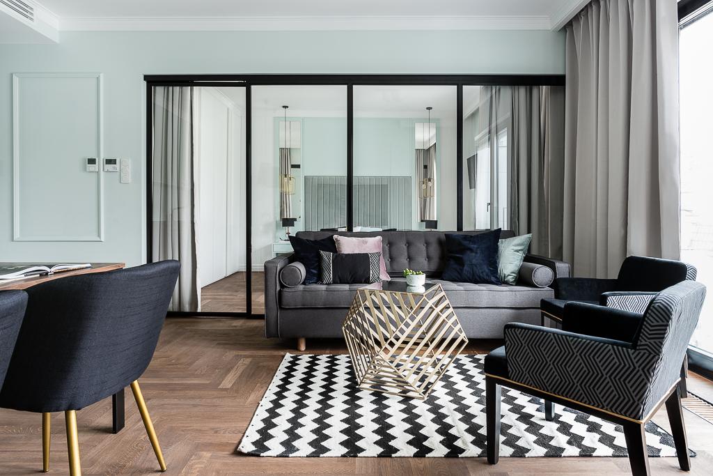 Sypialnia za przeszkleniem w salonie | proj. Mana Design