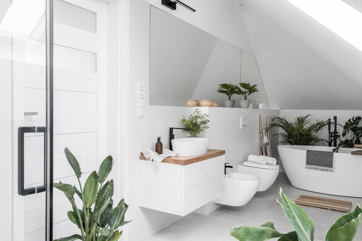 Egzotyczna łazienka na poddaszu | Źródło @tam_i_tu