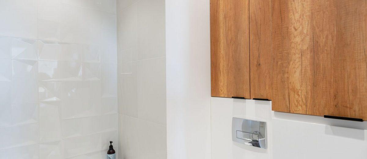 Mała łazienka z wanną | proj. WZ Studio (fot. Artur Jarosz/Trzykropy)
