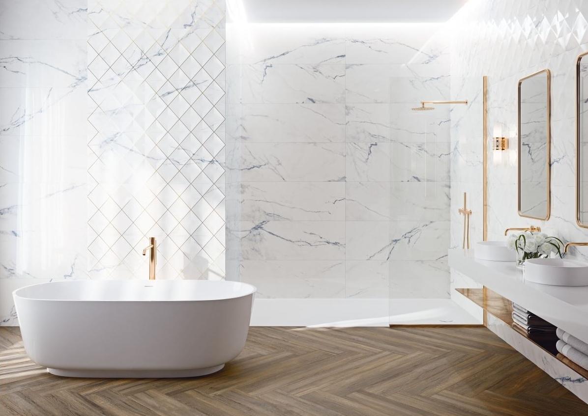 łazienka w marmurze z płytkami GRESPANIA ASTRA WHITE
