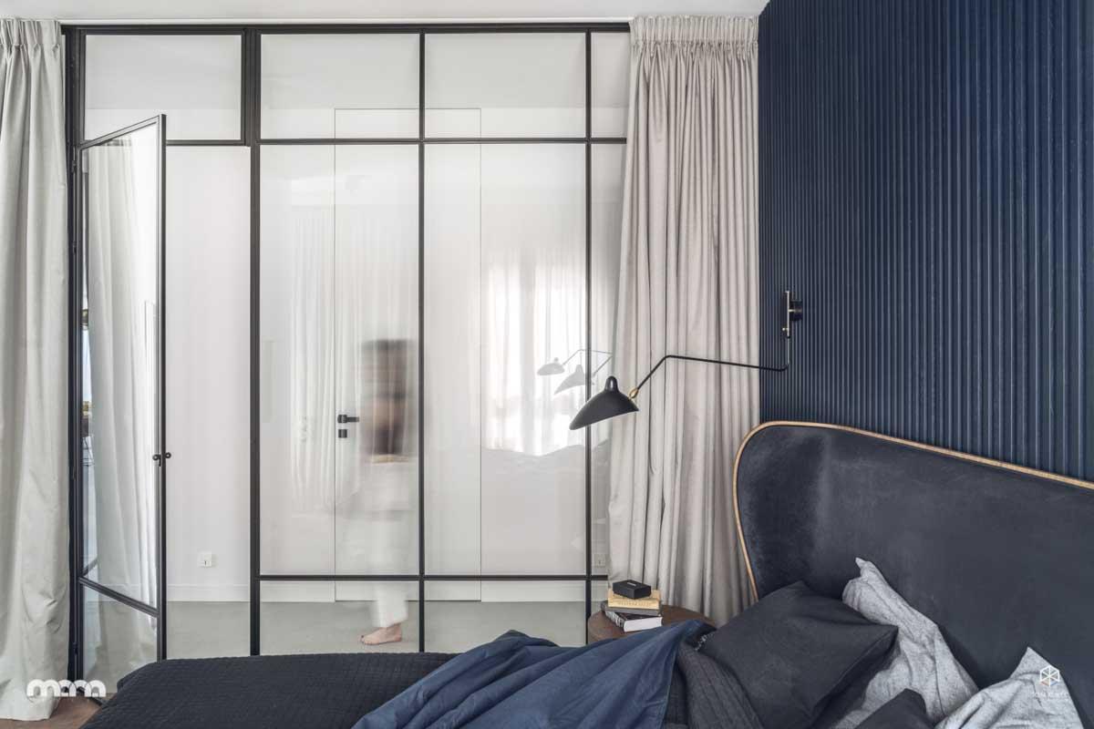 Zasłony sprawdzą się nie tylko w oknach | Proj. Mana Design