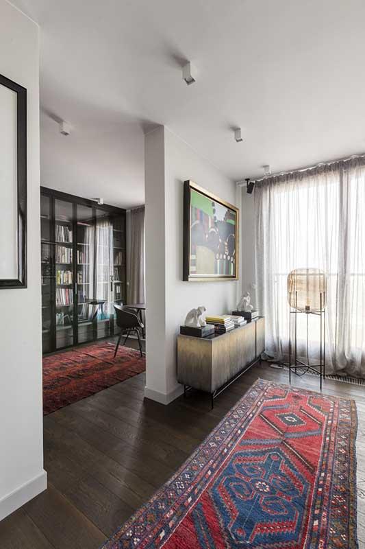 Stylowe dywany w mieszkaniu wg. projektu Patrycji Dmowskiej