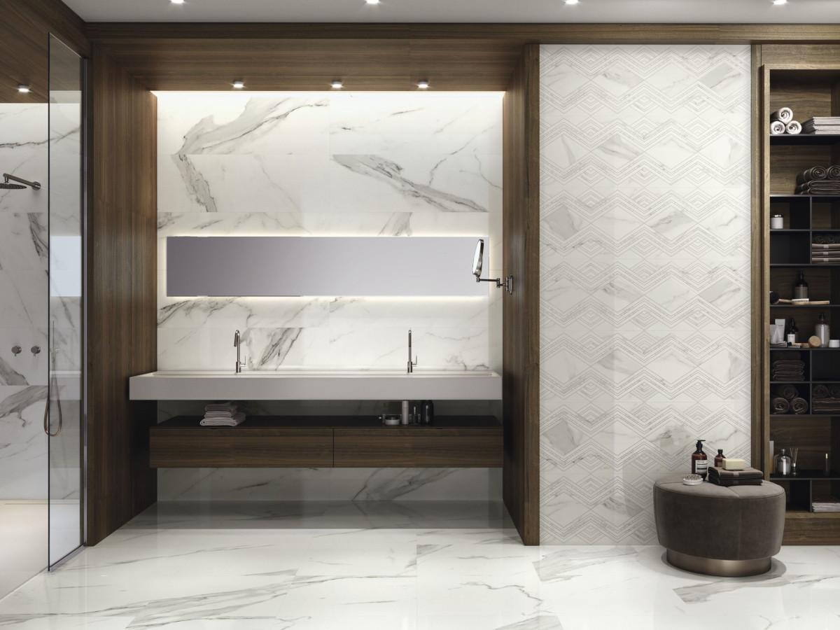 W projekcie marmurowo - drewnianej łazienki znajdują się płytki od Baldocera
