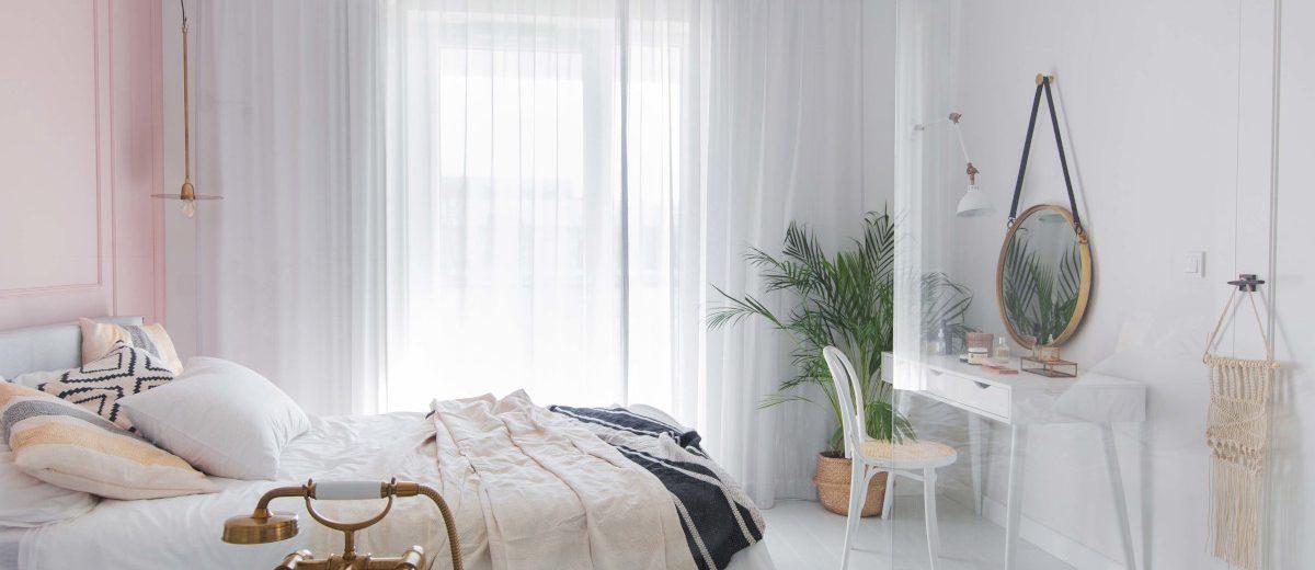 Sypialnia z toaletką | proj. Dash Interiors