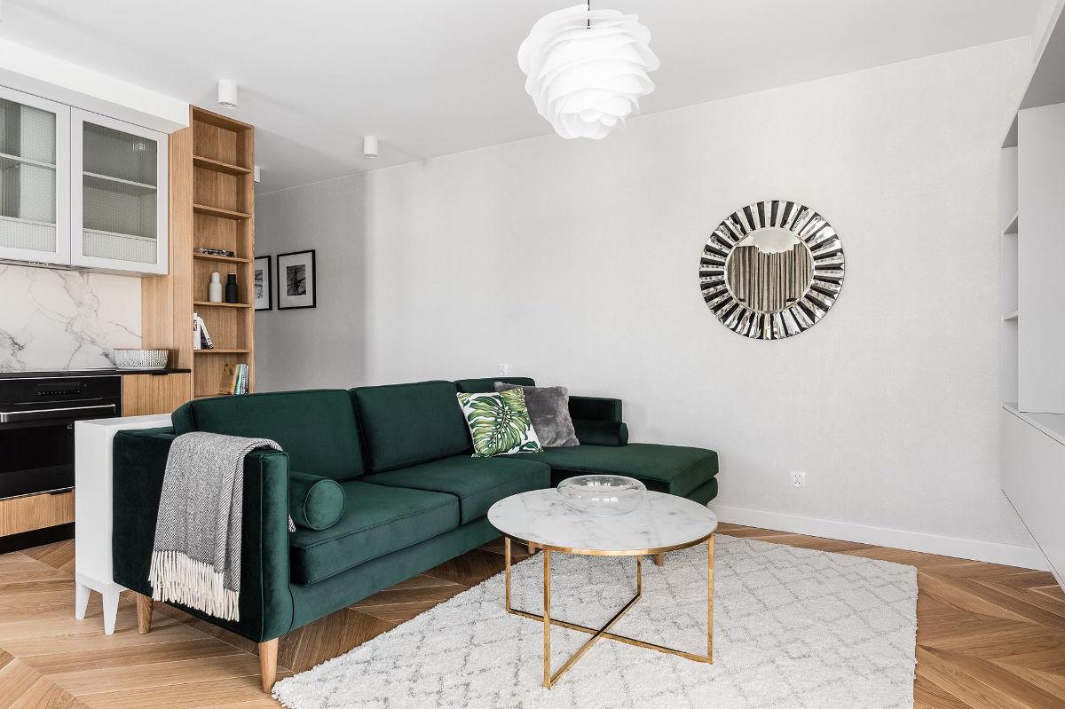 Sofa w butelkowej zieleni