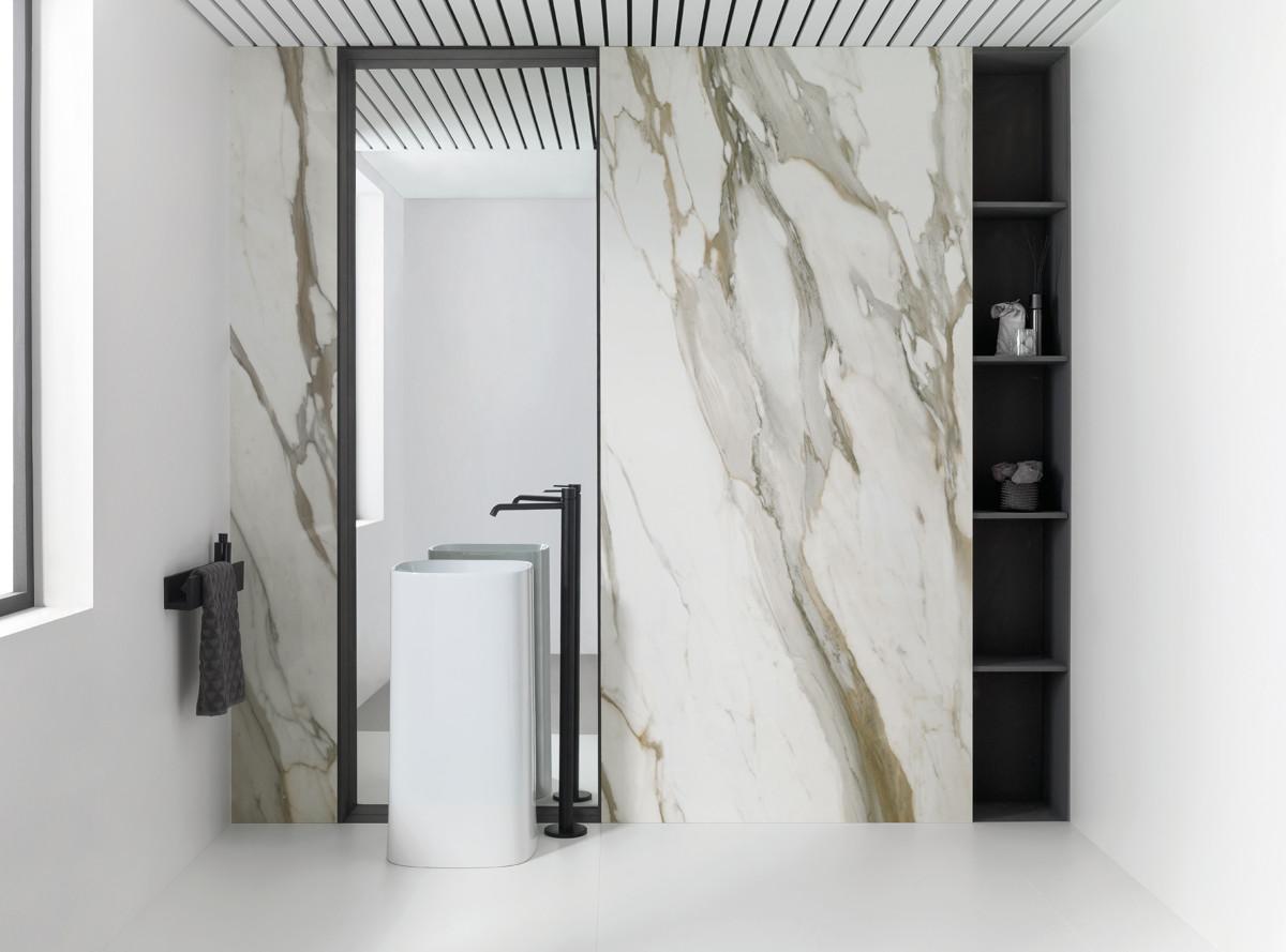 Minimalistyczna łazienka (kolekcja X Light Ars marki Urbatek)