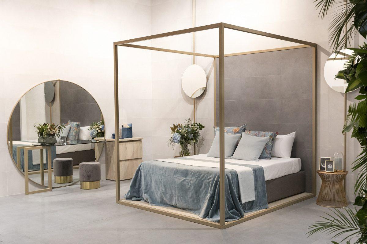 Piękna sypialnia, dla której tło tworzy minimalistyczna ceramika (źródło: https://cevisama.feriavalencia.com/en/)