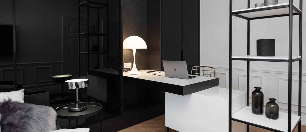 Stylowe miejsce do pracy w sypialni | proj. Noye Studio, zdj. Przemysław Kuciński