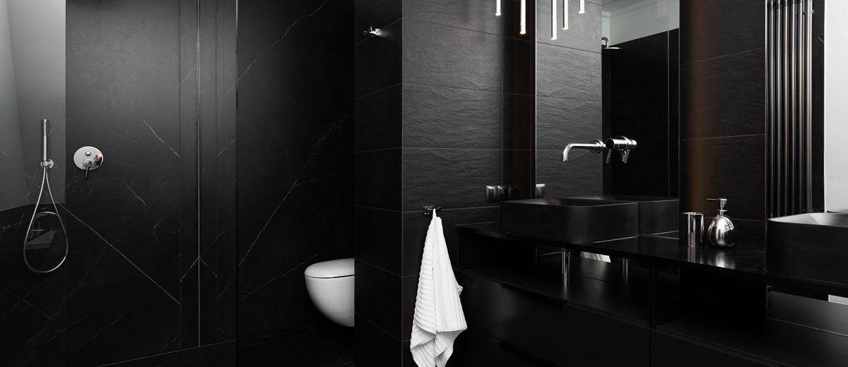 Czarna łazienka | proj. Noye Studio, zdj. Przemysław Kuciński