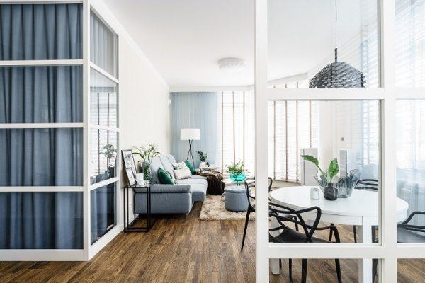 Saje Architekci | Mieszkanie w Gdyni skąpane błękitem