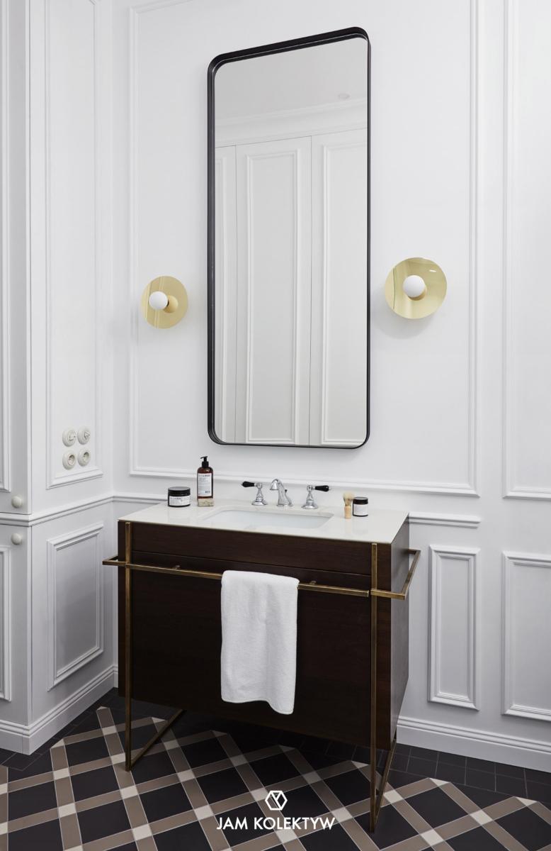 Projekt konsoli umywalkowej oraz luster autorstwa JAM KOLEKTYW (Fotografia: Jola Skóra | Stylizacja: Anna Olga Chmielewska | Asystentka stylistki: Małgorzata Moritz)