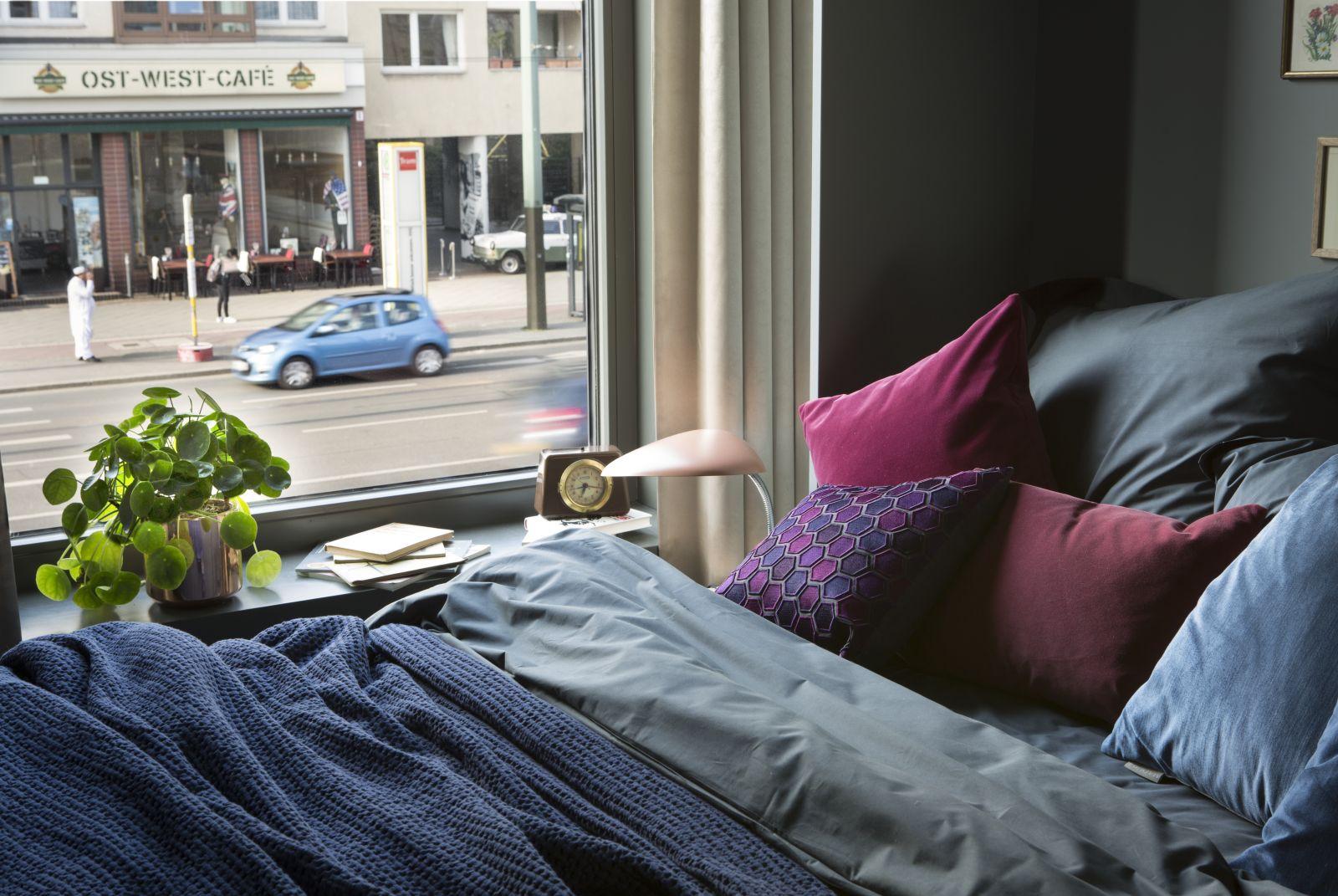 Widok z okna w sypialni (proj. Michał Gulajski, fot. Piotr Mastelarz)