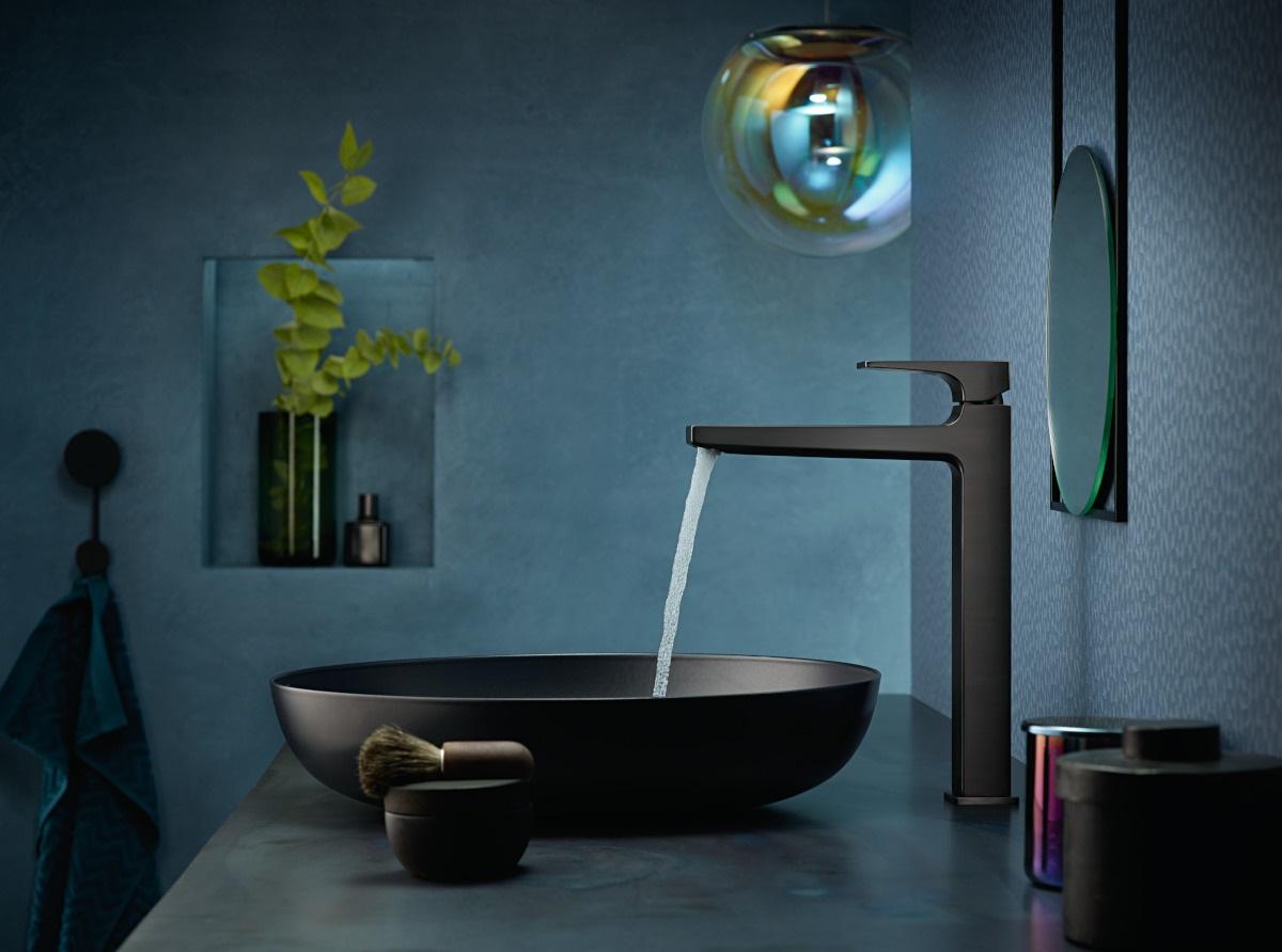 Bateria umywalkowa w kolorze szczotkowanego czarnego chromu