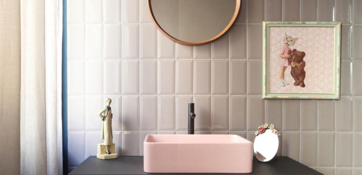 różowa umywalka