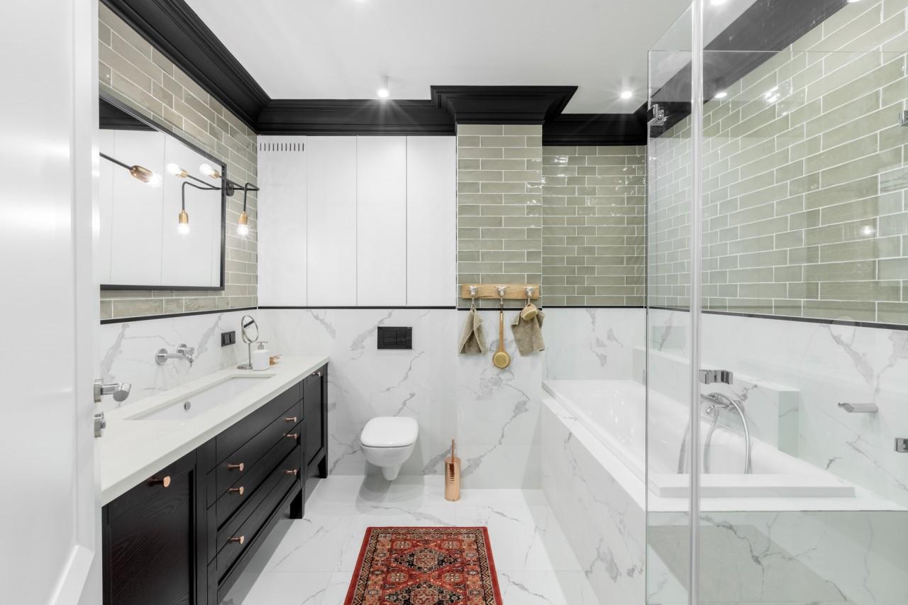 Łazienka w eklektycznym stylu z industrialnymi wpływami | proj. Finchstudio