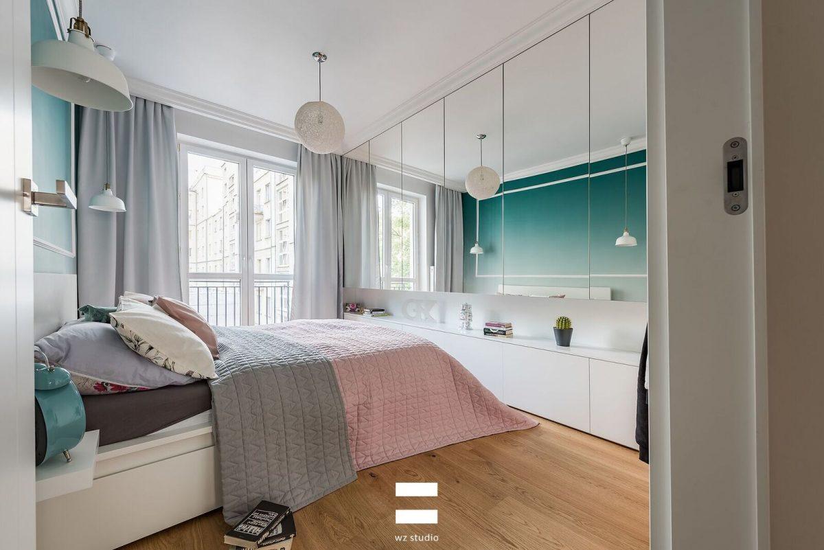 Lustra optycznie powiększają małą sypialnię | proj. WZ Studio