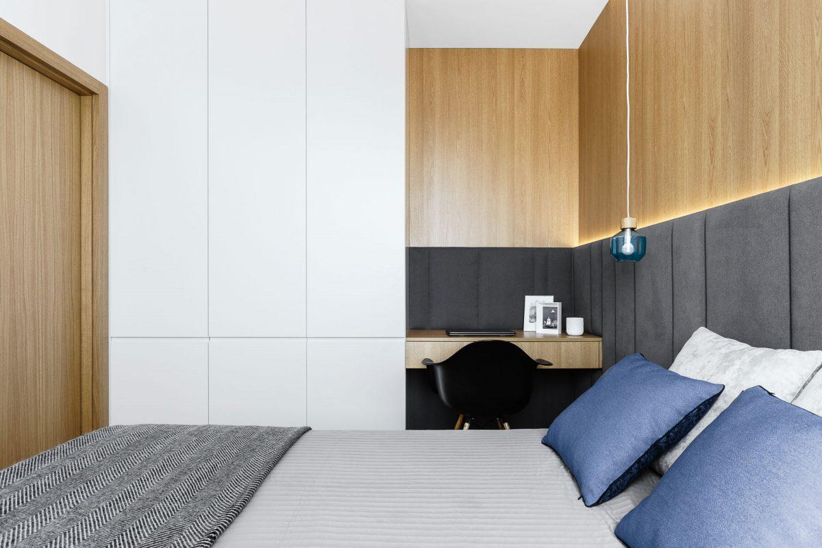 Zabudowa w małej sypialni | proj. Anna Maria Sokołowska Architektura Wnętrz, zdj. Fotomohito
