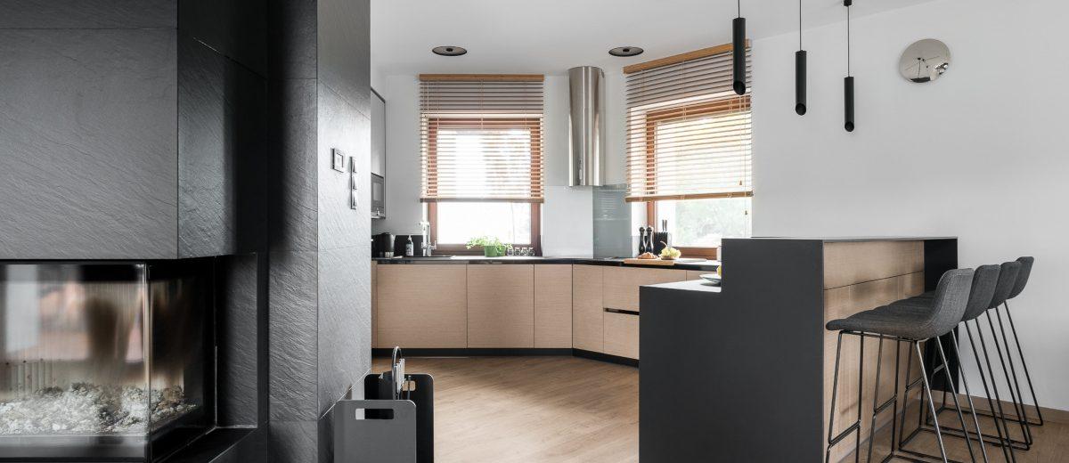 Szaro - drewniana kuchnia | proj. Studio Projekt, zdj. Fotomohito