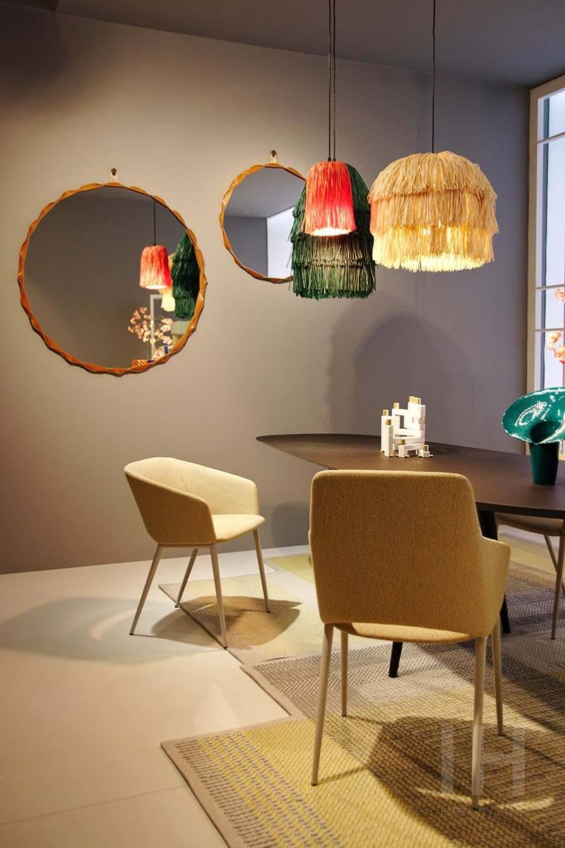 Lampy z frędzlami to propozycja marki Zanotta