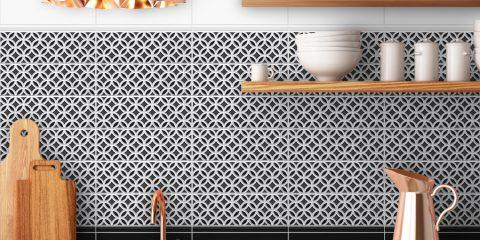 Płytki na ścianie nad blatem w kuchni z kolekcji Patchwork marki Heralgi