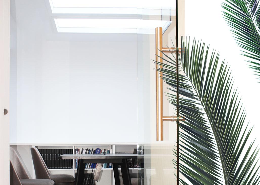 Oprawa oświetleniowa Blunami by SternLight na ekspozycji w showroomie Internity Home przy ulicy Duchnickiej 3 w Warszawie