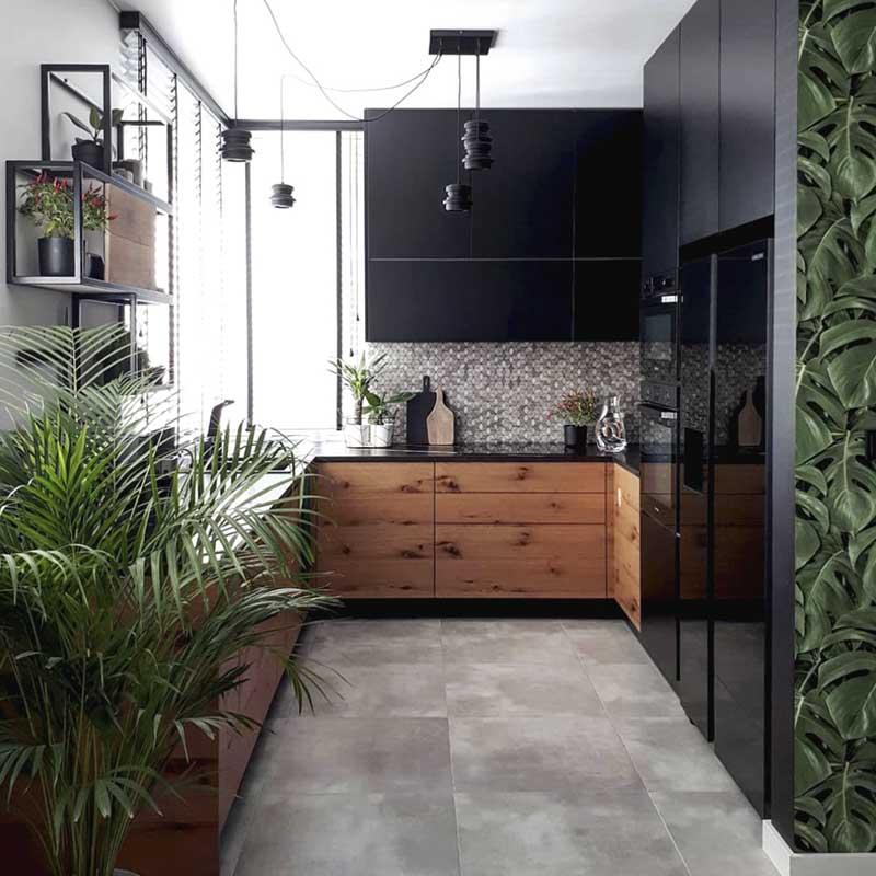Ciekawa mozaika stanowi ciekawy kontrapunkt stonowanej aranżacji kuchni (źródło: profil instagramowy ann.living)