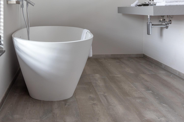 Podłoga winylowa w łazience (źródło: www.pro.pergo.pl)