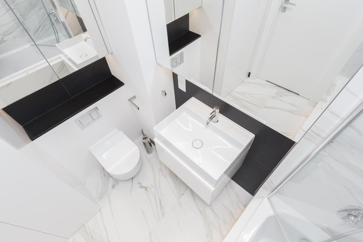 mała łazienka z wc