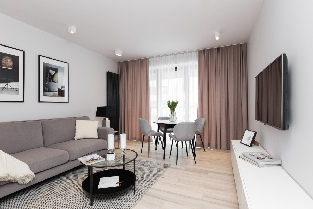 Sofa Lizert marki Inspirium w mieszkaniu na wynajem (proj. Dmowska Design)