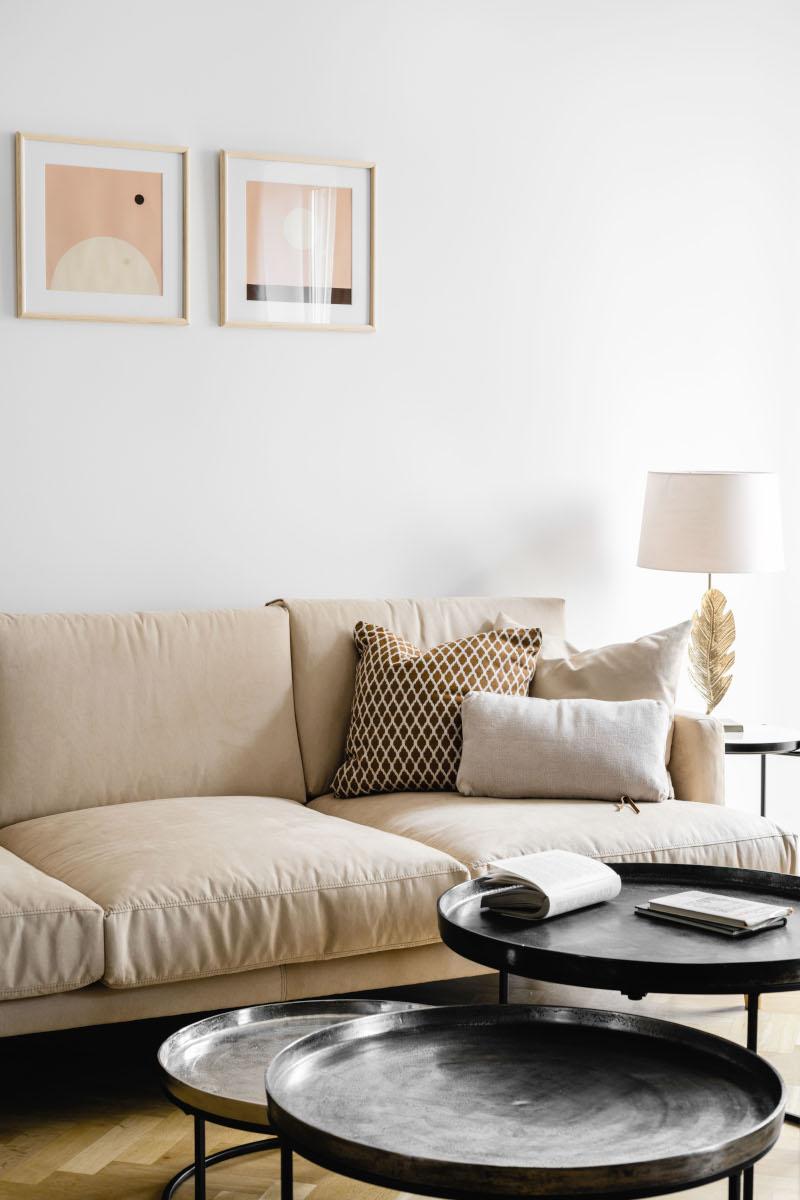Sofa Paradise marki Inspirium (dostępna w naszych showroomach) w salonie wg projektu Dziurdzia Projekt