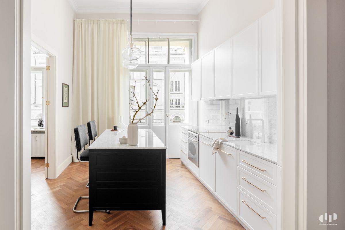 Biała kuchnia, proj. Dziurdzia Projekt, zdj. Ayuko Studio