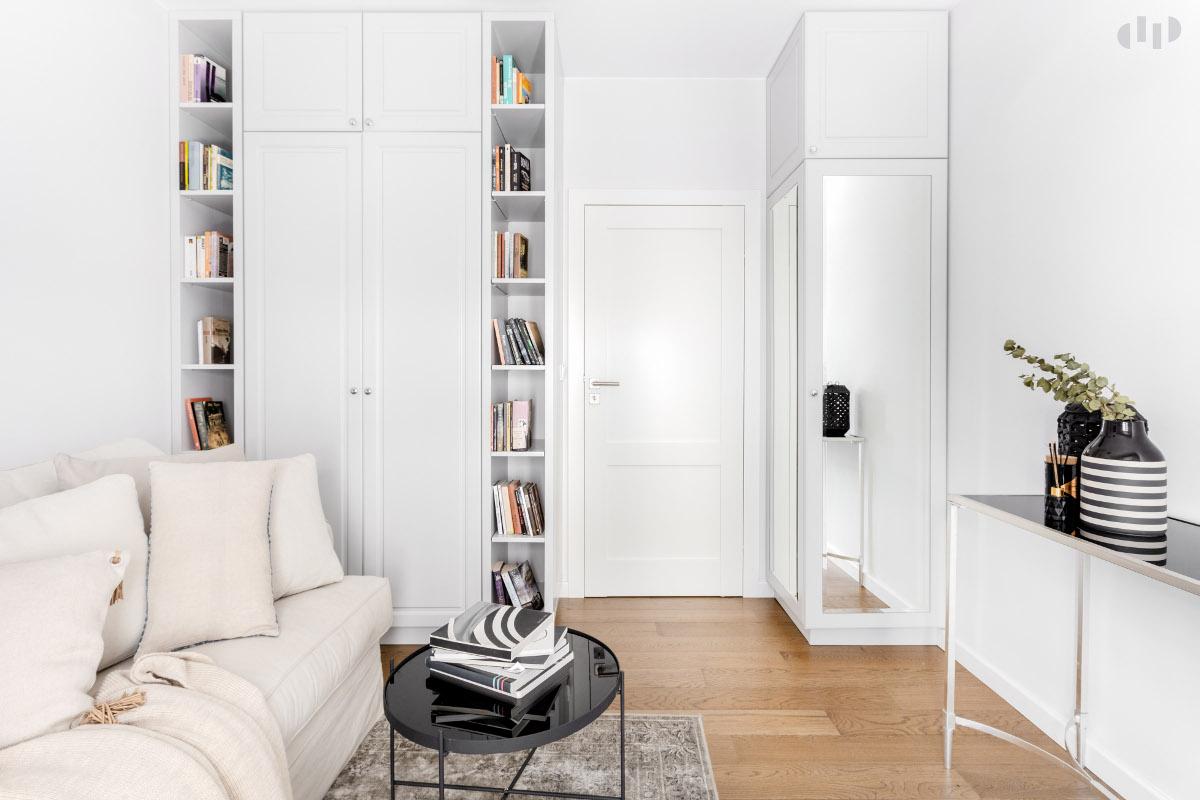 Mini domowa biblioteczka | proj. Dziurdzia Projekt