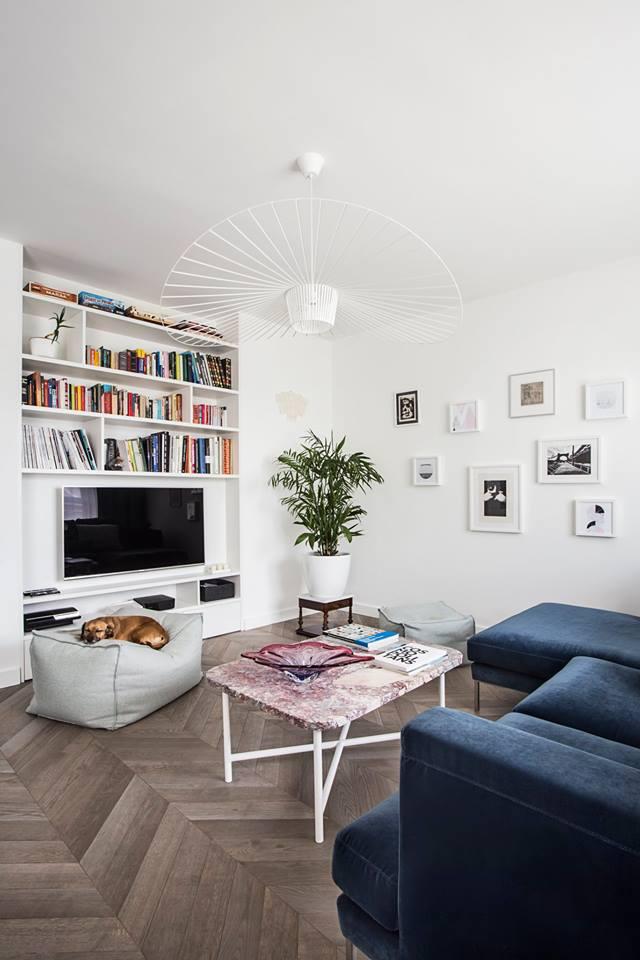 Domowa biblioteczka w małym mieszkaniu | proj. OIKOI, zdj. Martyna Rudnicka