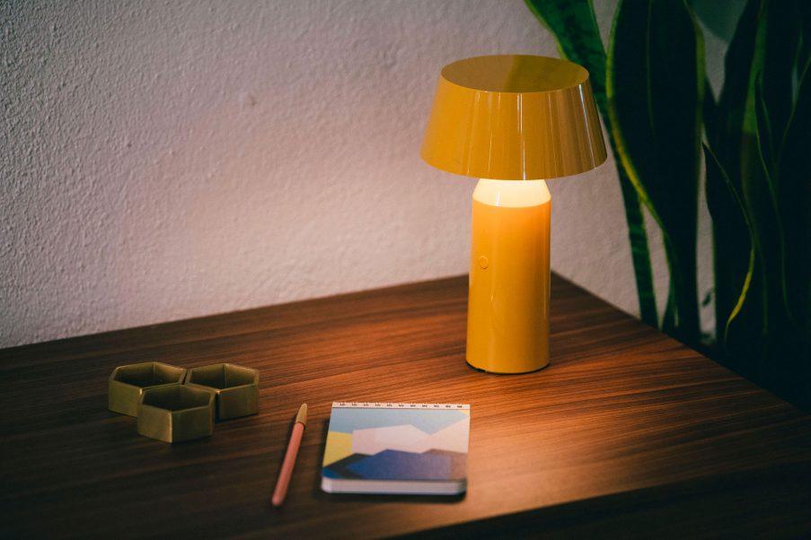 Postaw na soczysty kolor | Lampka Bicoca od Marset jest dostępna w naszych showroomach