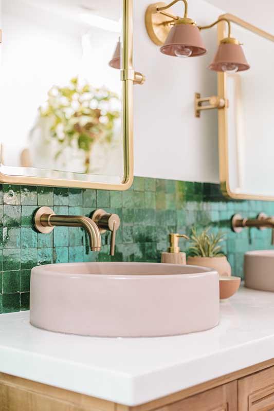 Różowa umywalka Hushlab dostępna w Internity Home i Prodesigne