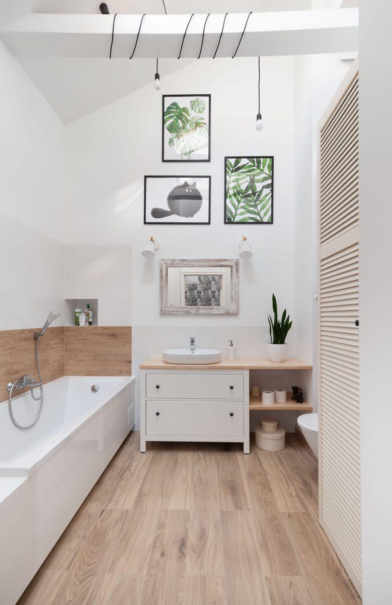 Łazienka z botanicznymi grafikami | proj. Wielkie Rzeczy