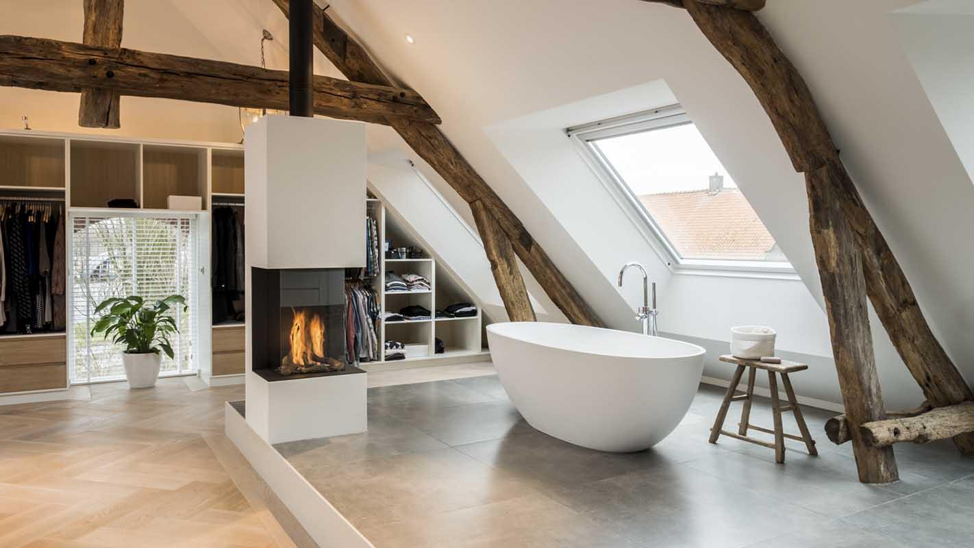 Odnowiony klimatyczny dom wiejski z zachowaniem starych drewnianych elementów / Projekt: Joep van Os Architekci, Breda Zdjęcia: Joep van Os