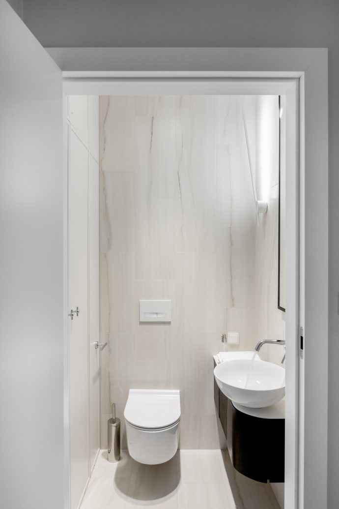 Mała łazienka z prysznicem wg projektu Dziurdzia Projekt