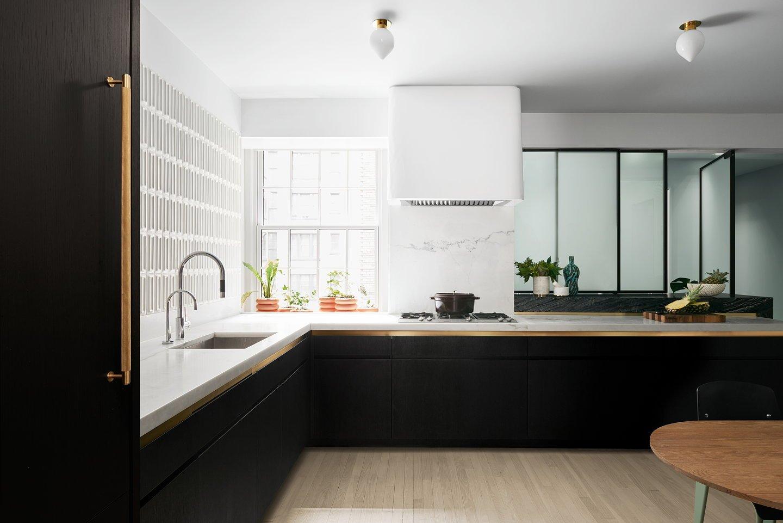 Nowoczesna minimalistyczna kuchnia w kształcie L