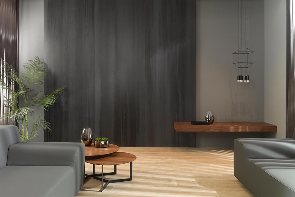 Płytka wielkoformatowa na ścianie w salonie - przyjdź do naszych showroomów!