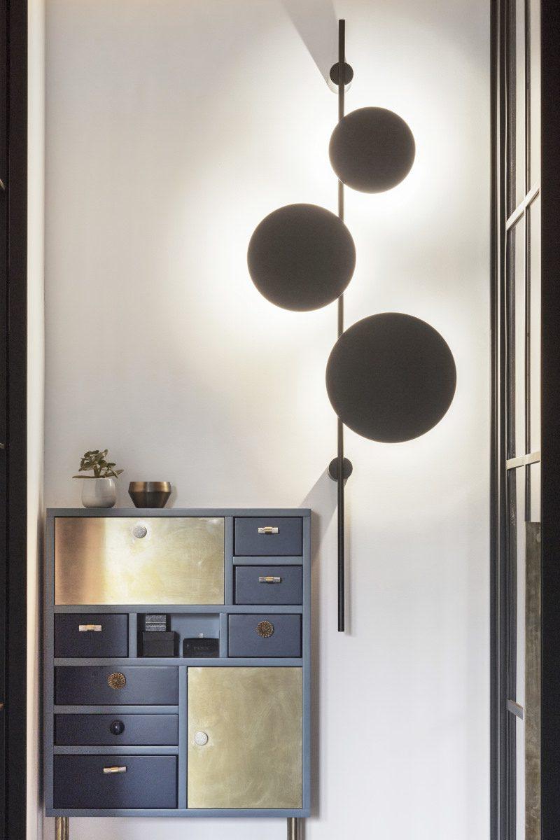 Nastrojowe oświetlenie w sypialni  proj. Kando Architects