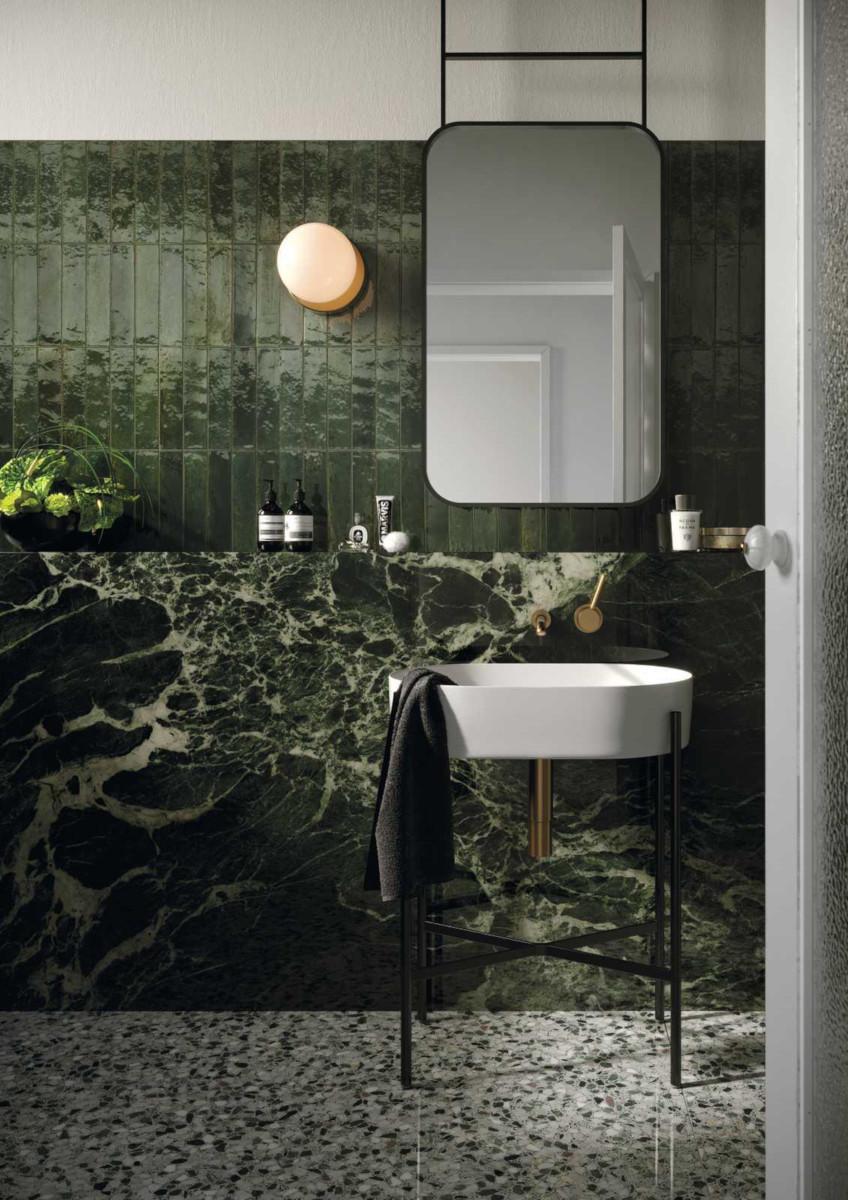Płytki imitujące naturalny kamień wprowadzają do wnętrza nutę luksusu (na zdjęciu włoska ceramika Marazzi dostępna w naszych salonach)
