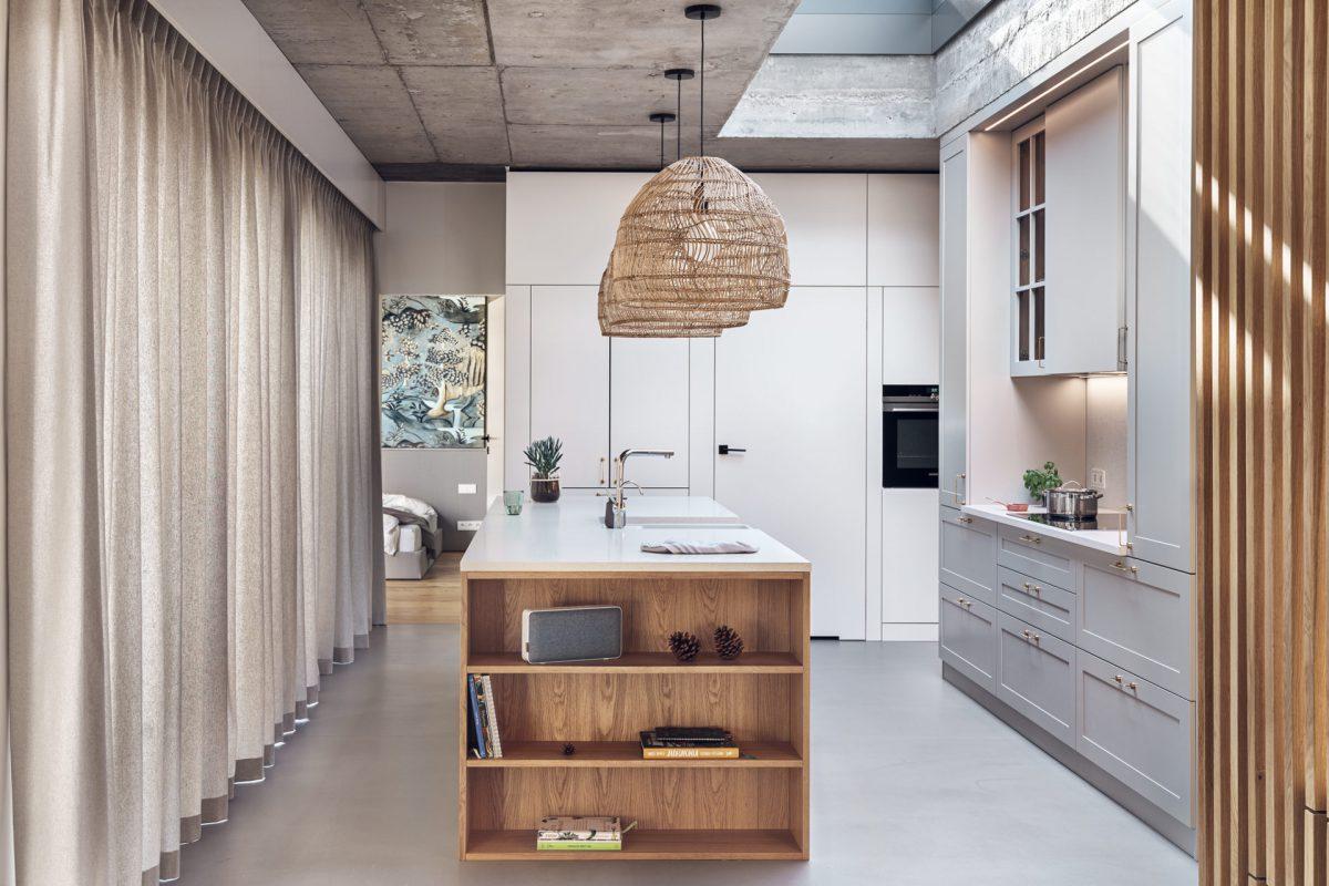 Beton, plecione oprawy, drewno i miękkie tkaniny w projekcie kuchni formativ