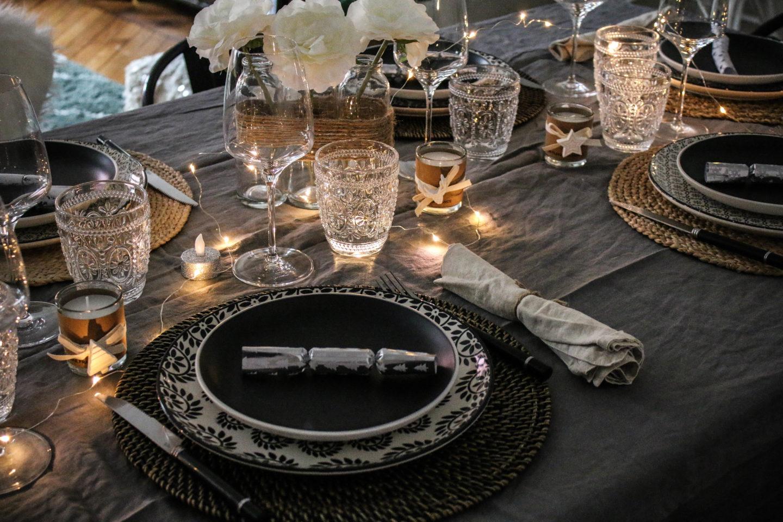 Nakrycie stołu w stylu eklektycznym | źródło: Pinteresyt