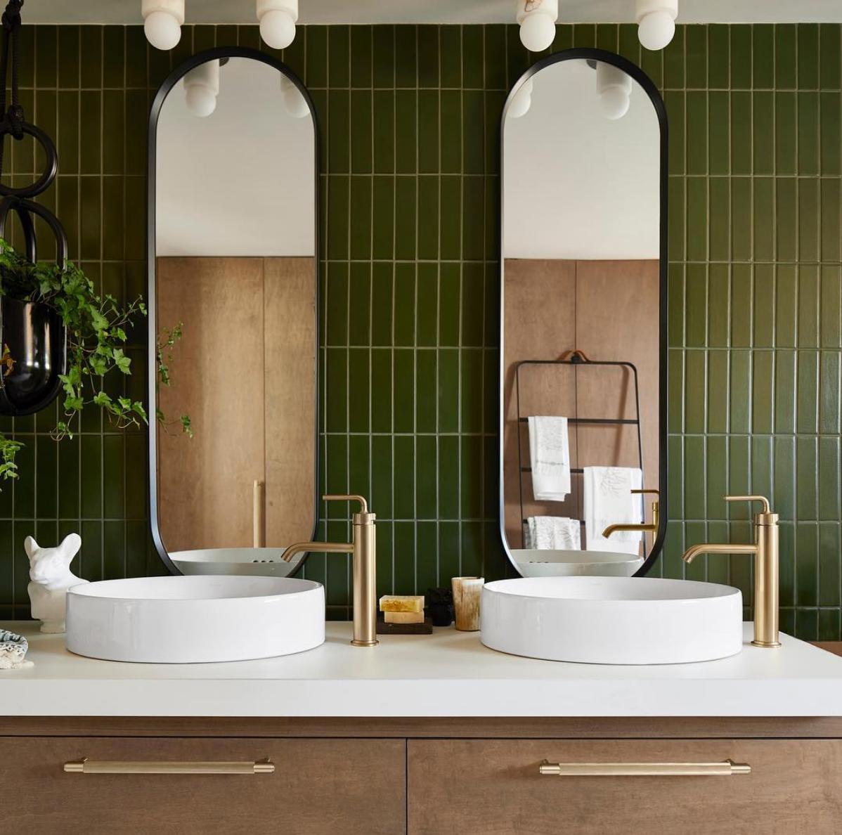 Nieodłącznym towarzyszem zielonej ceramiki jest złota armatura